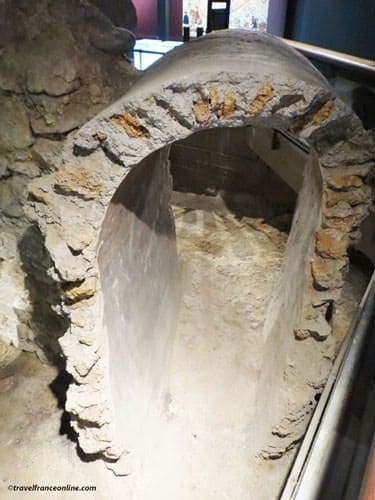 Archaeological Crypt Notre Dame - Medieval building's foundations