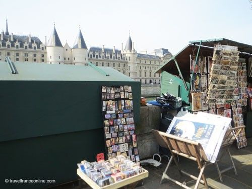 Bouquinistes opposite the Conciergerie