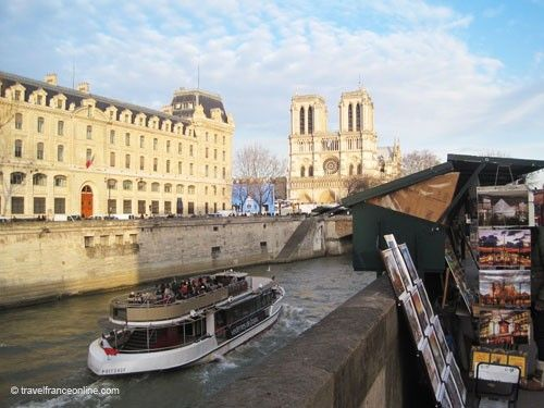 Bouquinistes and Notre-Dame Cathedral