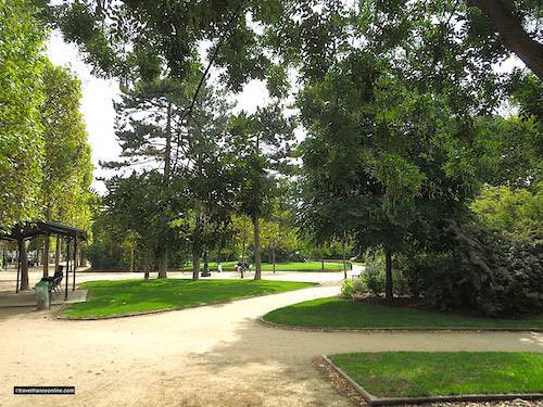 Gardens and lanes along the Champ de Mars