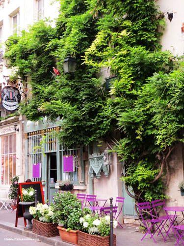 Rue Chanoinesse on Ile de la Cite