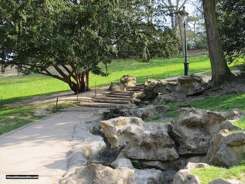 Man-made steps and brook in Parc des Buttes Chaumont