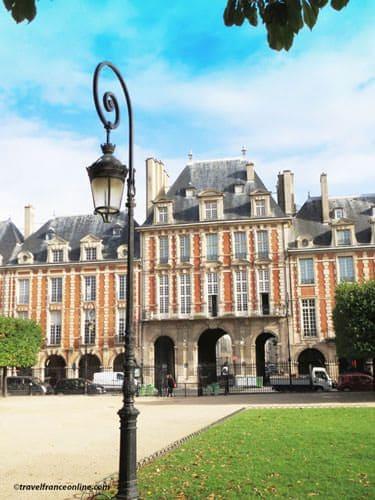 Place des Vosges - Pavillon de la Reine