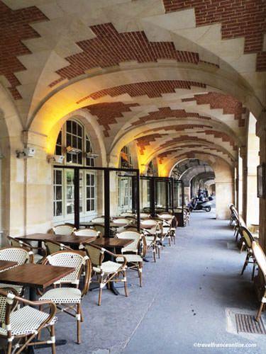 Place des Vosges - Arcades
