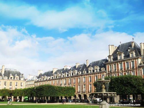 Place des Vosges - Identical mansions