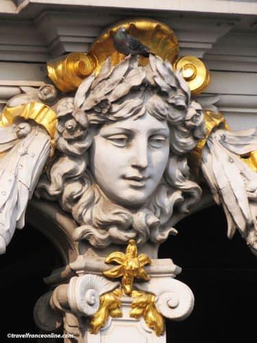 Pont Alexandre III - Sculpted head