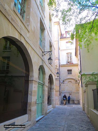 Rue Eginhard in Quartier Saint Paul