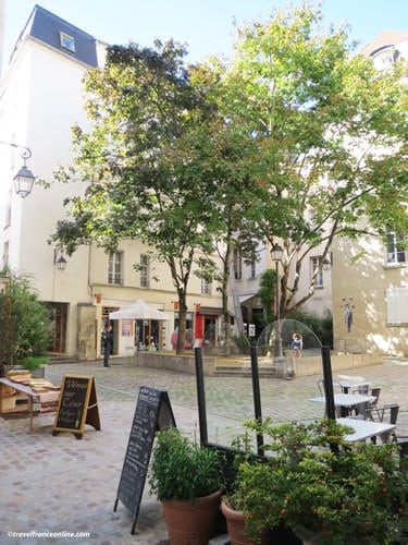 One of the many courtyards in the Quartier Saint Paul