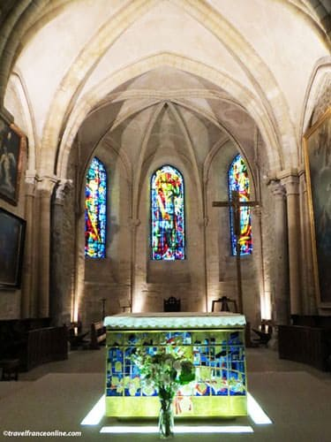 Saint Pierre de Montmartre - Altar and stained glass windows by Max Ingrand
