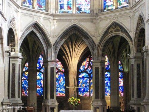 Saint Severin Church - Chancel with twisted pillar in double ambulatory