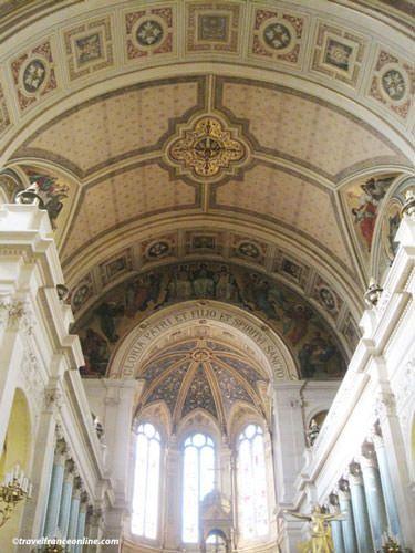 La Trinite Church - Holy Trinity fresco in chancel