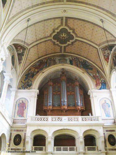 La Trinite Church - organ