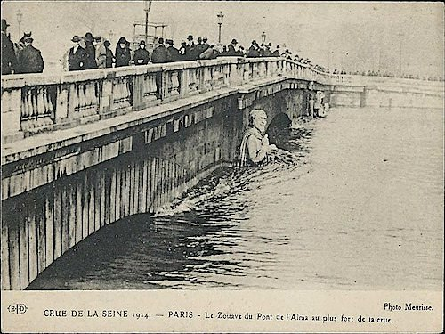 Zouave during the the floods of 1924