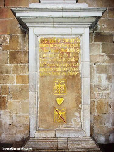Tombstone for the heart of Bertrand du Guesclin