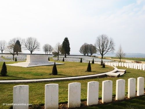 Cabaret Rouge CWGC Cemetery - Stone of Remembrance