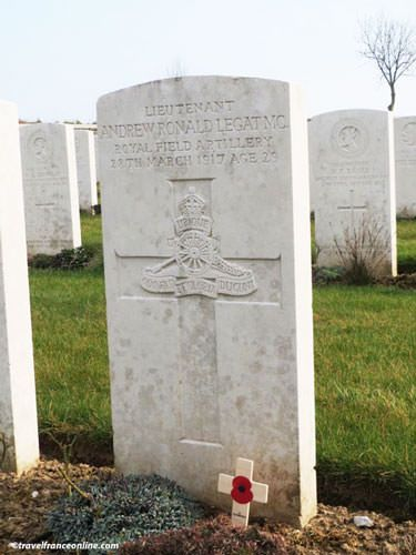 Cabaret Rouge CWGC Cemetery - English soldier's grave
