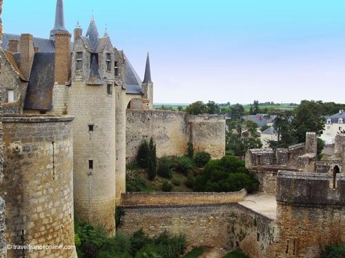 Chateau de Montreuil Bellay - Fortifications and town