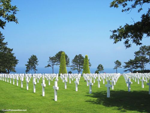 Colleville-sur-mer American Cemetery - Graves overlooking Omaha Beach
