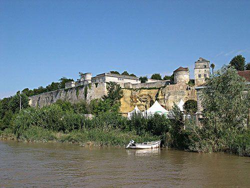 Blaye-Bourg wines -Fortified Bourg