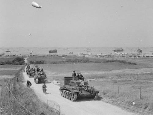 Gold Beach - Troops and tanks moving towards inland