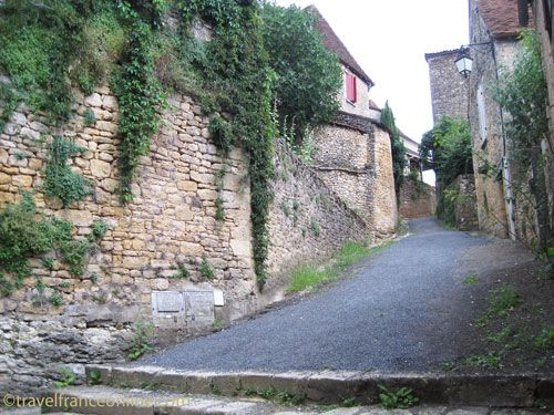 Village lane in Limeuil
