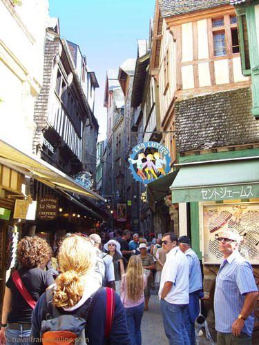 Mont St Michel single street