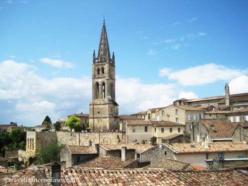 Monolith church and village of Saint Emilion