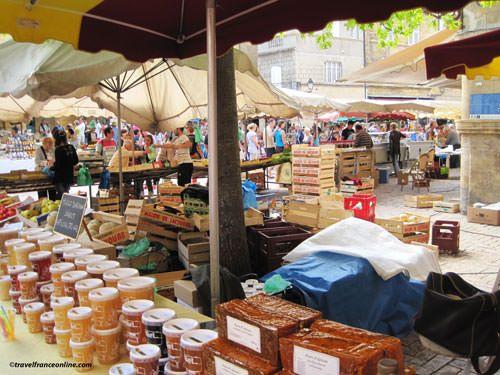 Sarlat - Market day on Place de la Liberté