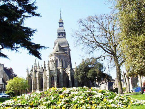 St Sauveur Basilica - Jardin Anglais