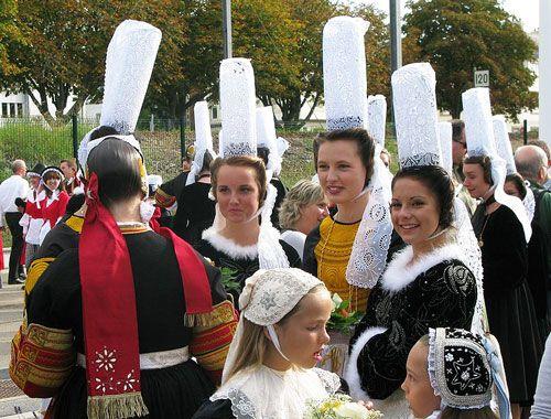 Breton iconic images - Traditional Bigoudène headdress