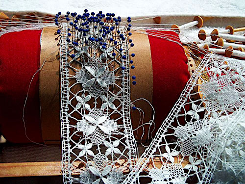 Breton iconic images - Lace making