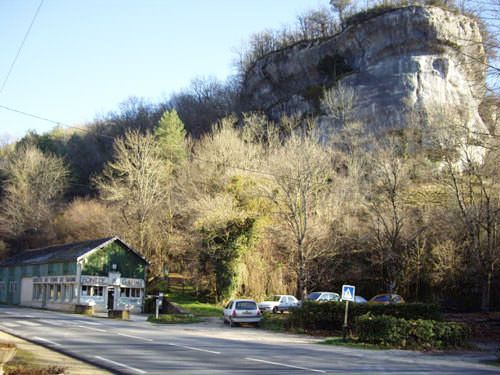 Font de Gaume seen from the road