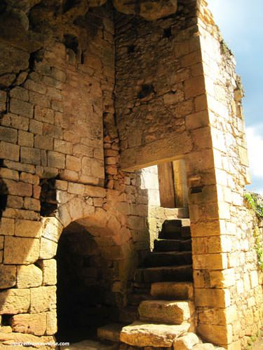 La Madeleine rock shelter - Steps to the chapel