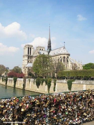 Love locks on Pont de l'Archeveche