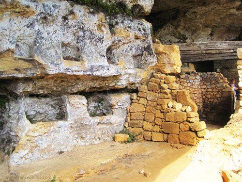 La Madeleine rock shelter - Vestiges of a troglodyte dwelling
