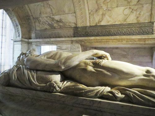 Cadaver tomb of Francois I in Saint Denis Basilique