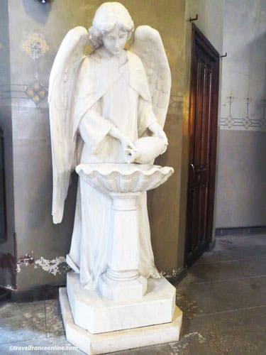 Saint Jean de Montmartre - White marble angel font