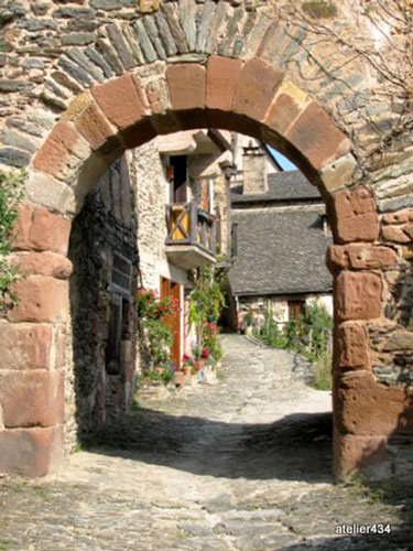 Gate into Conques