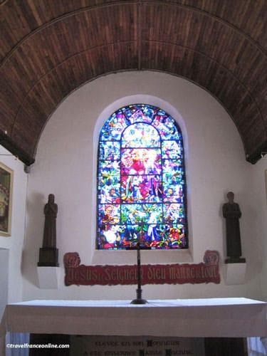 Eglise du Graal in Trehorenteuc - altar
