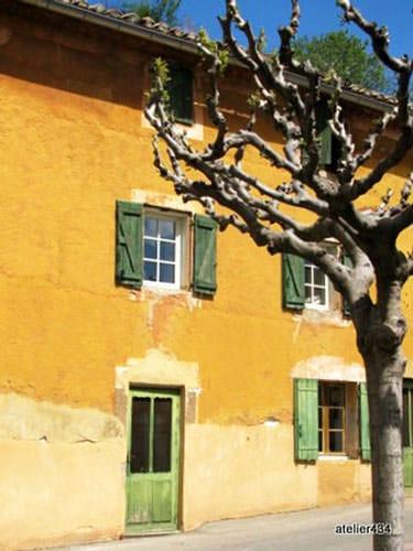 Ocher house in Roussillon