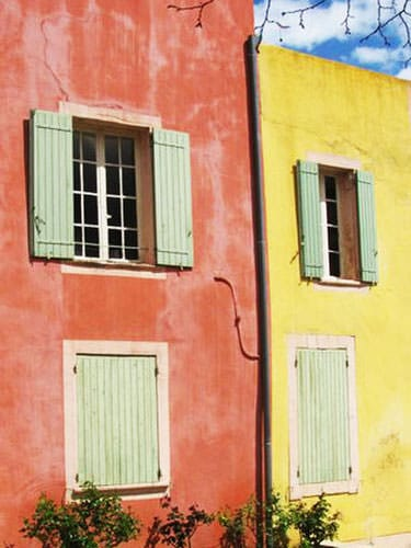 Pink and yellow houses in Roussillon