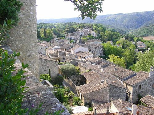 Menerbes - A perched village