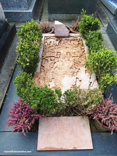 Cimetiere de Passy - Vulcanologist Haroun Tazieff's grave