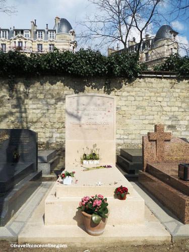 Montparnasse Cemetery - Simone de Beauvoir and Sartre's grave