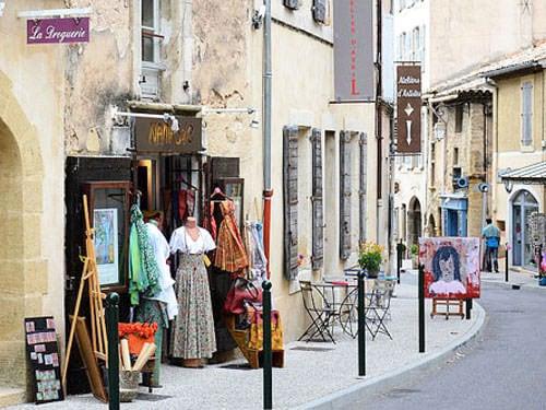Shopping in Lourmarin