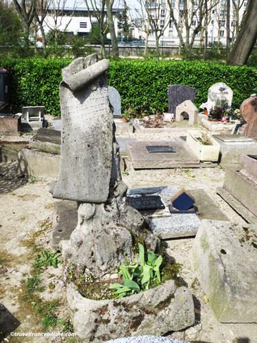 Cimetiere des Chiens - Sheep Faust's grave