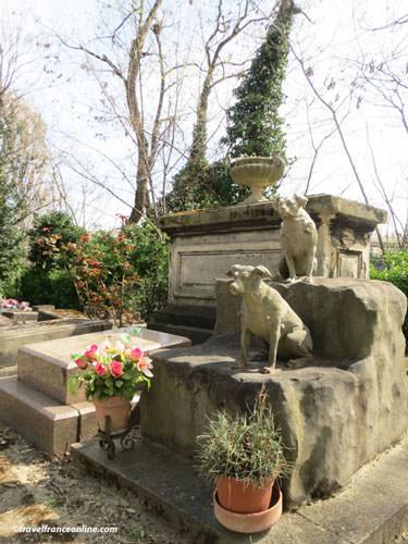 Cimetiere des Chiens - dogs' grave