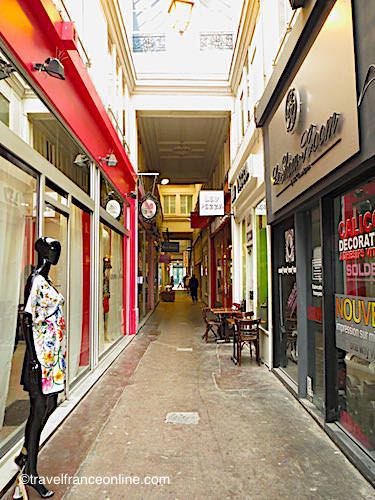 Passage du Ponceau, a gallery steadily revived