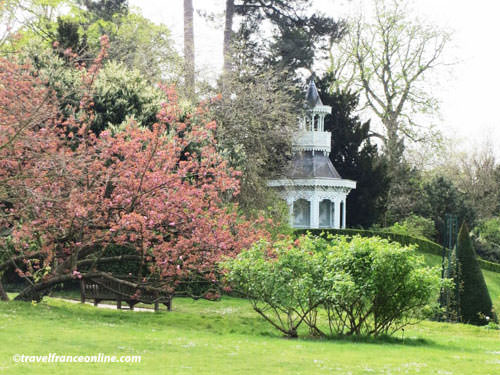 Chateau de Bagatelle - Pagoda by the Rose Garden
