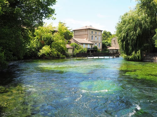 Fontaine de Vaucluse - Turquoise and emerald water